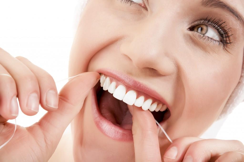 Nitkowanie zębów – ważne, ale często pomijane